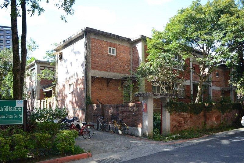 化南新村興建於1960年代,是北臺灣難得保存良好的公教宿舍,建築與生態俱有可觀。(梁銘剛攝)