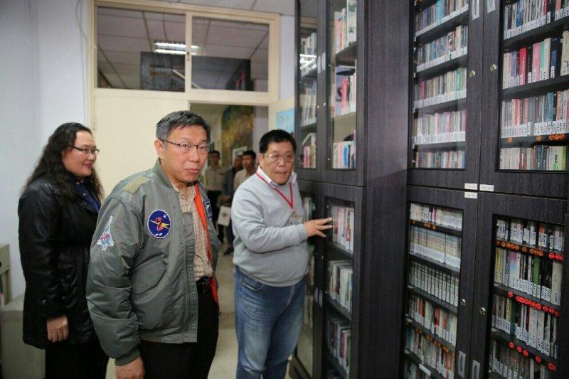 20160204-台北市長柯文哲接受台北電台專訪。(台北市政府提供)