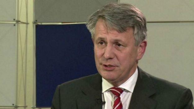 殼牌總裁伯爾登(Ben van Beurden)表示,對英國天然氣集團的收購意味著殼牌將有一個新的開始。他還說,這將「重新振奮殼牌公司,並改善持股人的回報。」(BBC中文網)