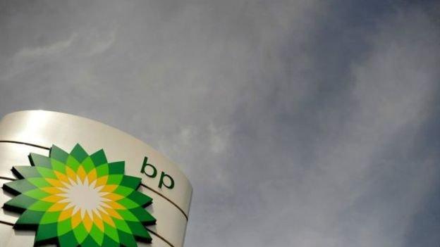 英國石油表示,其利潤下跌了近一半,至59億美元,較2014年的121億美元,跌幅為51%。(BBC中文網)