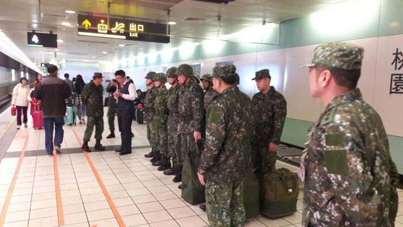 南部大地震-支援工兵搭高鐵南下(國防部提供)