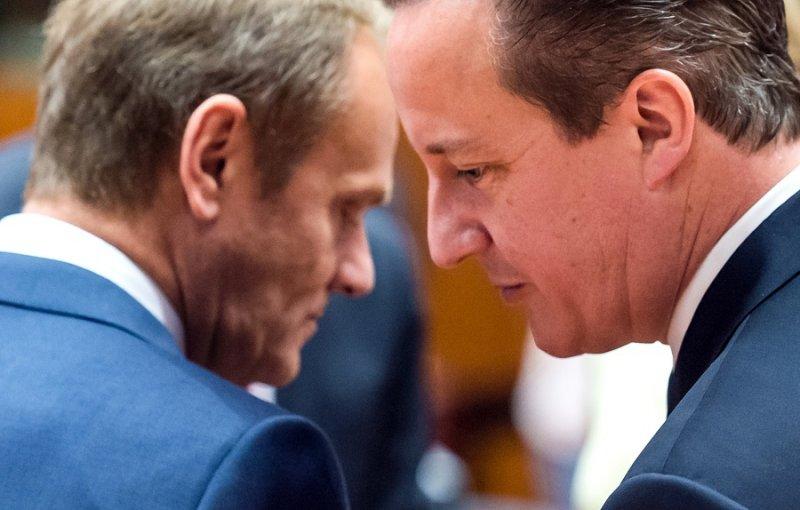 英國首相卡麥隆(右)與歐洲理事會主席圖斯克(左)(美聯社)