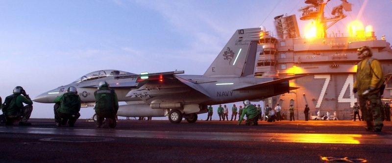史坦尼斯號上的F/A-18F「大黃蜂」正準備起飛。(美國海軍官網)