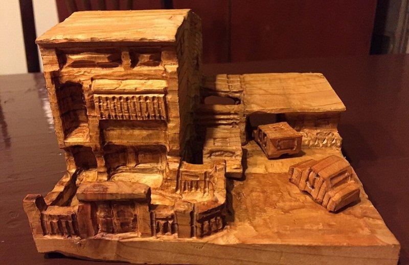 這小巧的木工是蘇俊賓親手製作。(蘇拉圖提供)