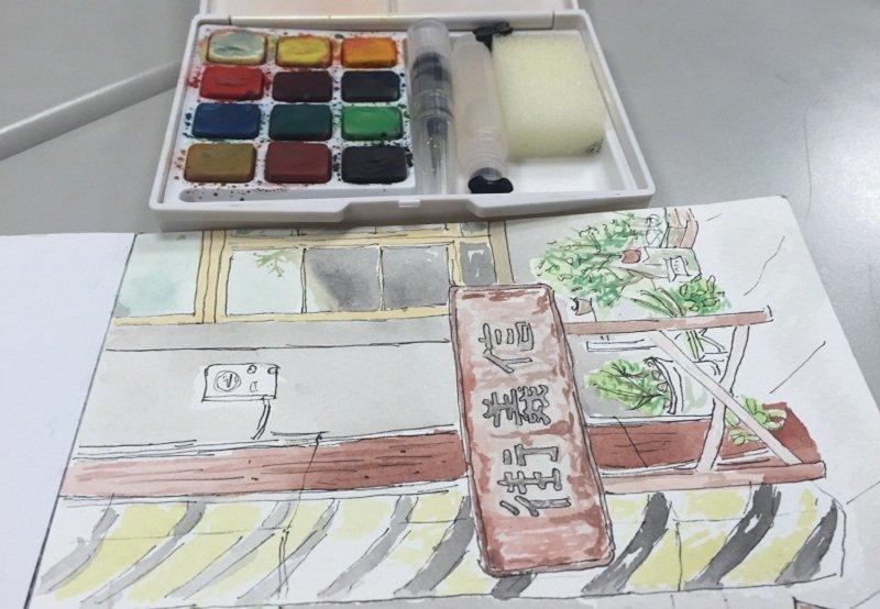 一盒簡易彩筆,一張明信片,就能留下老街的記憶。