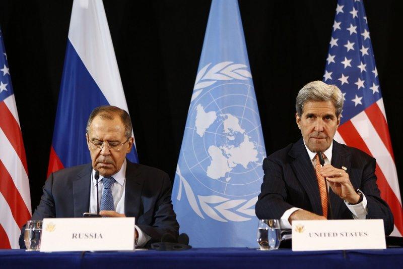 俄國外長拉夫羅夫(左)及美國國務卿凱瑞(右)(美聯社)
