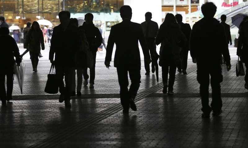 日本經濟衰退,國內需求低迷、消費不振是主因。(美聯社)