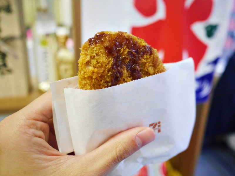 7-11推出這款嚴選自北海道男爵的馬鈴薯,碎牛肉與馬鈴薯完全融合,外皮酥脆。(圖/MATCHA)