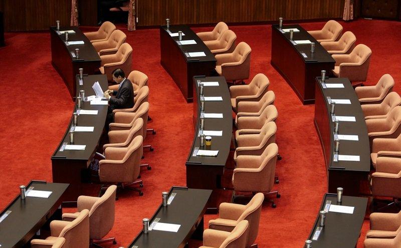 不過,到下午國民黨質詢時間,議場又走光人,圖為準備上場質詢的國民黨新科立委、前金管會主委曾銘宗。(陳明仁攝)