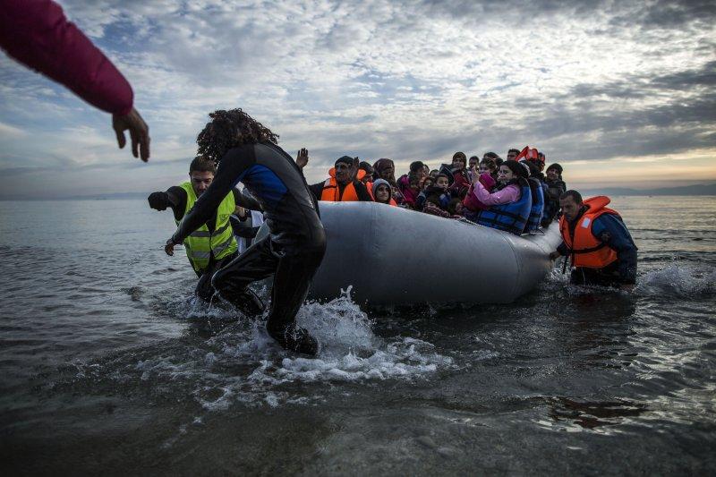 剛抵達希臘的難民/移民(美聯社)