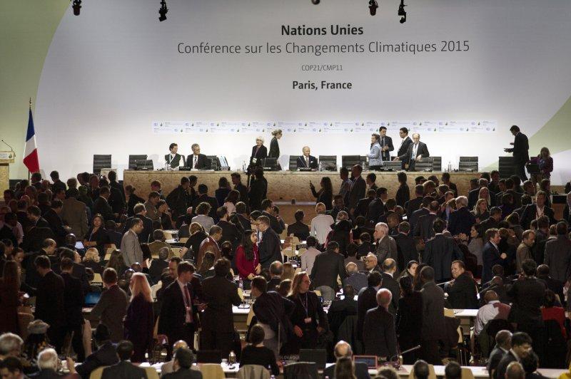 各國代表齊聚一堂,氣候變遷大會2015年在巴黎落幕,欲達成改變環境的共識。(圖/COP PARIS@Flickr)