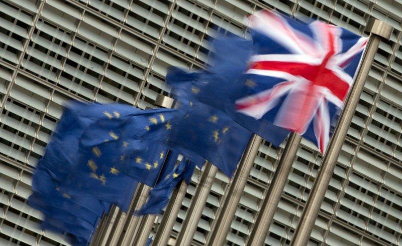 布魯塞爾歐盟總部外的英國國旗(美聯社)