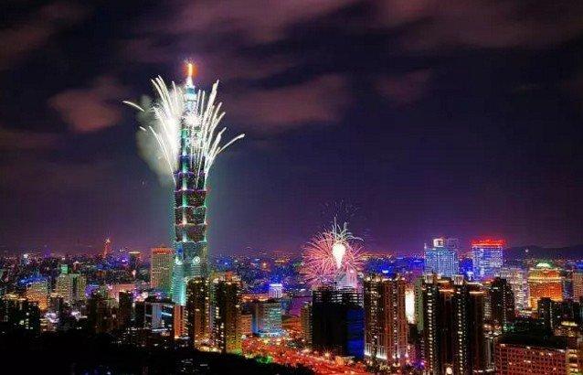 在台灣,有一種跨年,叫101煙火秀。(取自微信號直通台灣)