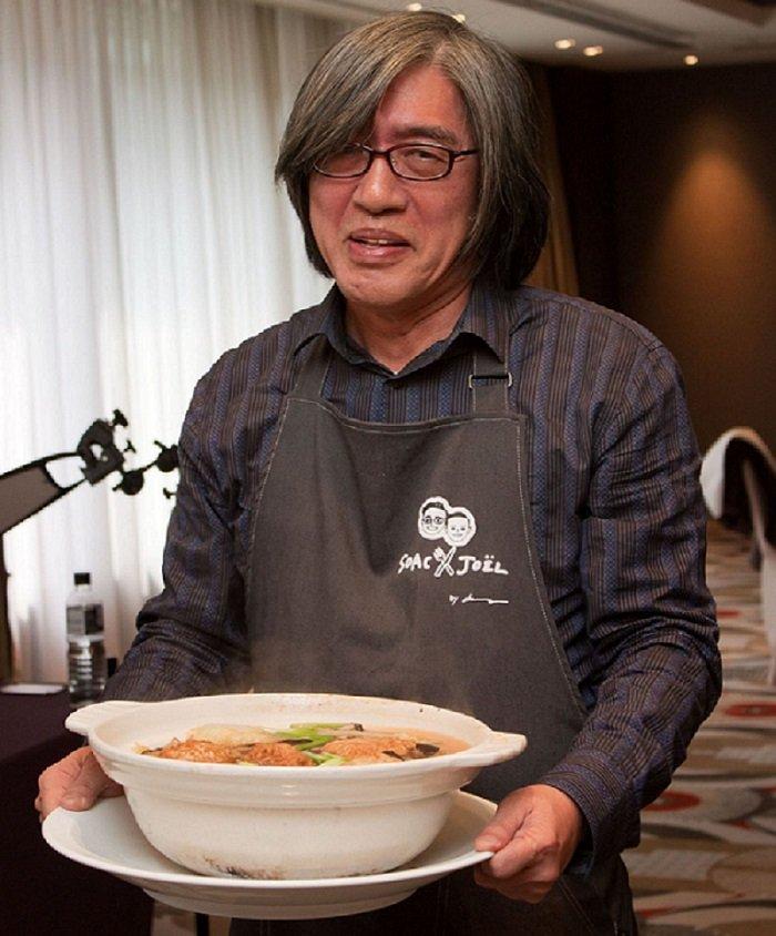 詹宏志洗手做羹湯,親自端上白菜獅子頭。(尤傳莉攝/新經典提供)