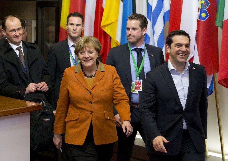 德國總理梅克爾(前排左一)及希臘總理齊普拉斯(Alexis Tsipras)出席峰會(美聯社)