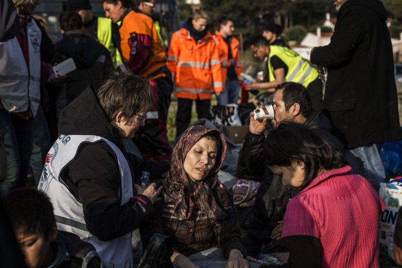 剛在希臘上岸的難民(美聯社)