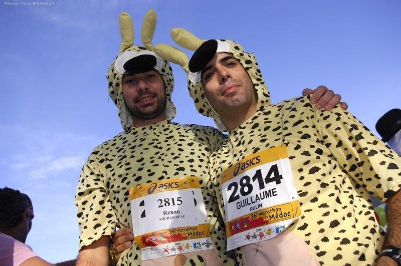 在這裡,常見歐洲跑者打扮成各式模樣,爭奇鬥艷,有如電影《博物館驚魂夜》的場面。(取自Médoc馬拉松官網)