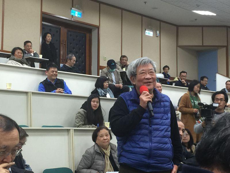 世新大學教授王曉波認為,本次以林孝信先生為主的論壇,對於保釣的說法不是那麼全面,建議應將主題改為海外保釣。(吳友友攝)