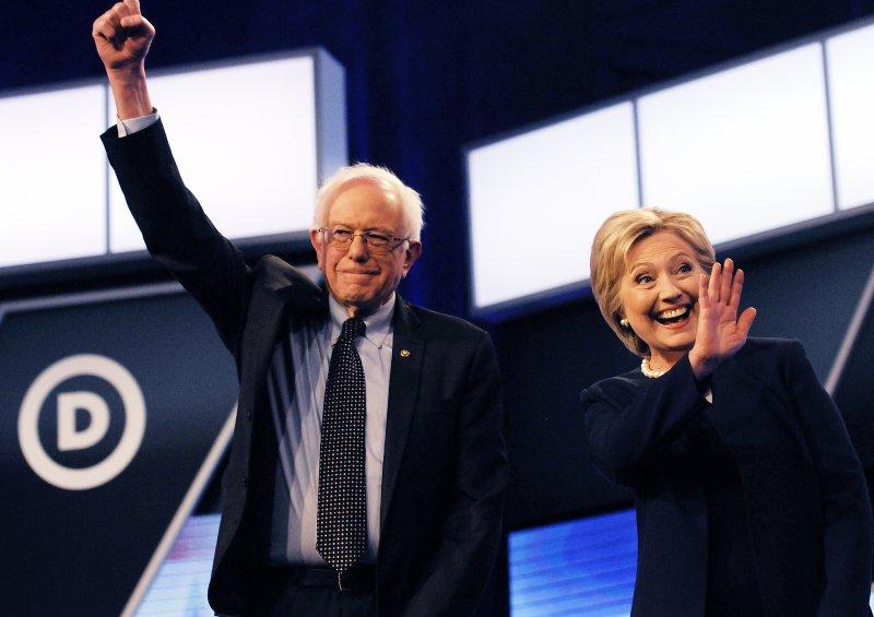 希拉蕊.柯林頓(Hillary Clinton)與對手桑德斯(Bernie Sanders)(美聯社)