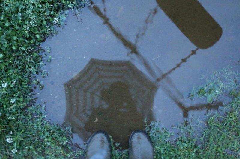 日本是多雨的國家,濕掉的雙腳很家常便飯