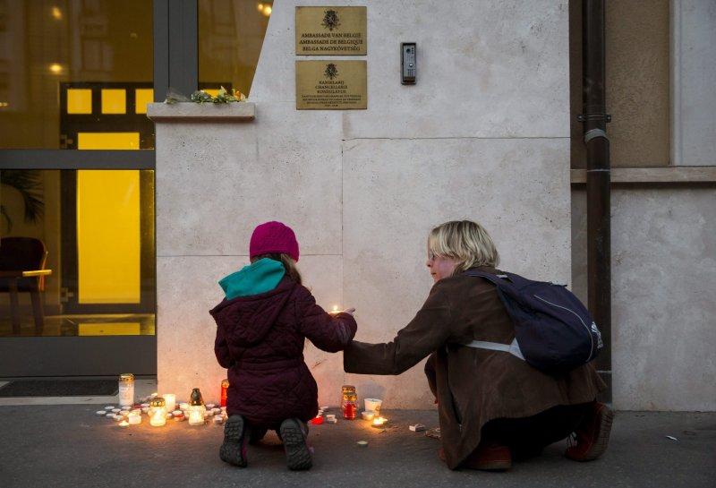 匈牙利民眾為布魯塞爾恐攻遇襲者哀悼(美聯社)