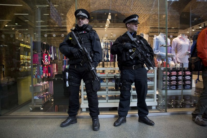 歐洲之星於倫敦聖潘克拉斯車站,英國警方加強戒備(美聯社)