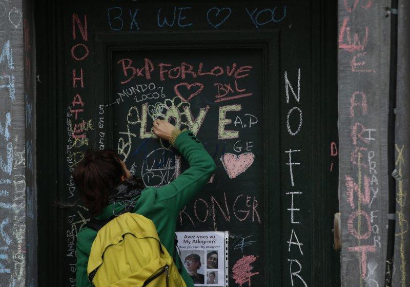 比利時民眾為恐攻遇難者哀悼(美聯社)