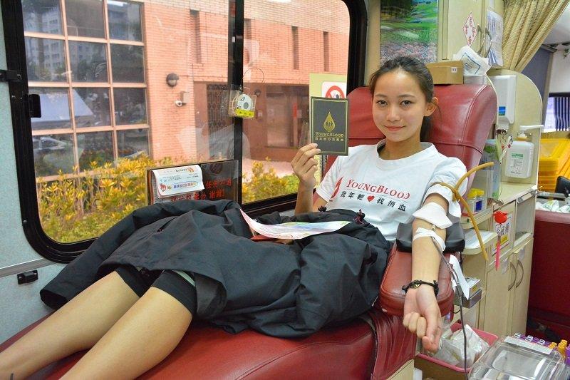 熱血青年大使-三鐵少女林昱綺,賽後完成捐血。(取自台灣血液基金會)