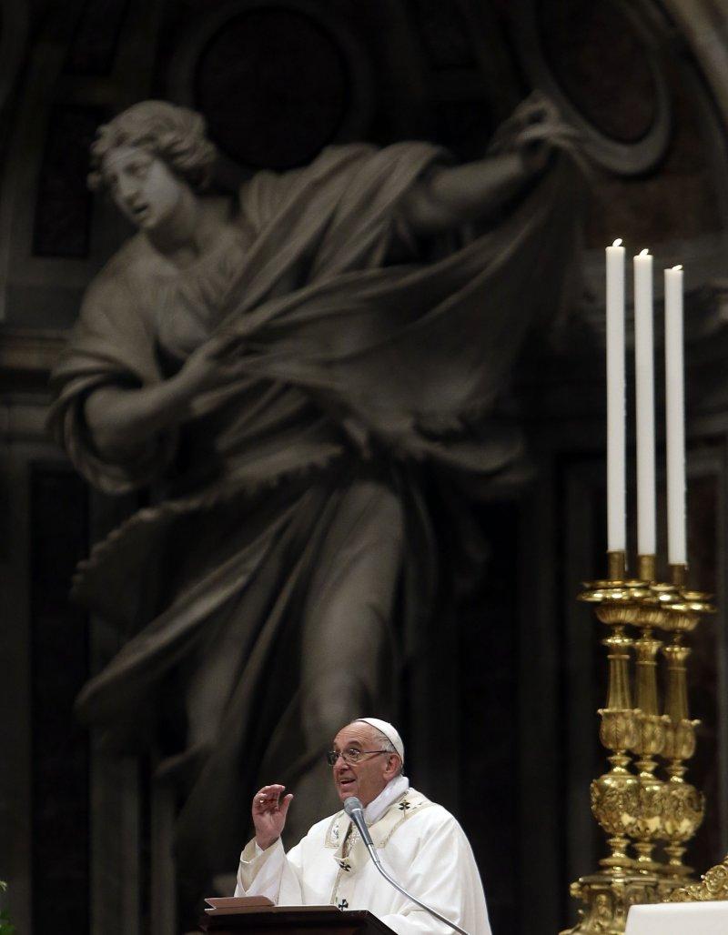 教宗方濟各25日主持復活節祈禱。(美聯社)