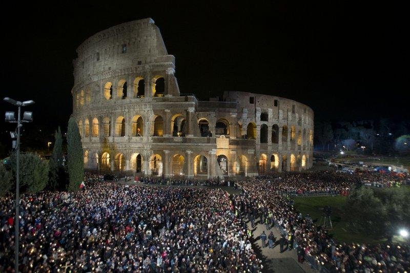 復活節彌撒在義大利羅馬競技場舉行。(美聯社)