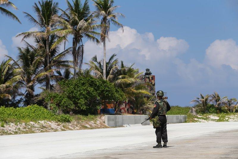 總統府與外交部23日安排國內外媒體親登太平島。(隨行記者團提供)