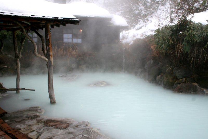 泡溫泉不只可以舒緩身心靈,甚至還可以治病。(圖/slackrhackr@flickr)