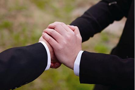 為親人、逝者之間,做出最重要的情感連繫。(圖/lungyengroup.com)