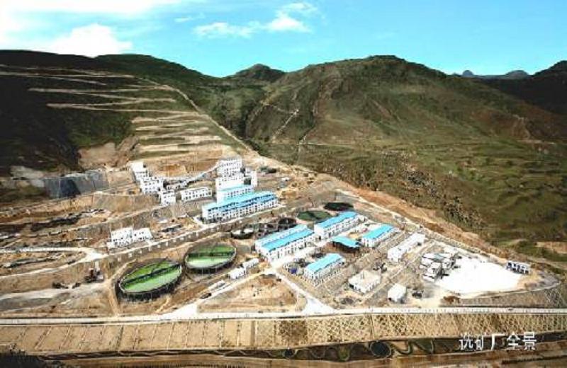 甲瑪礦區選礦廠建在當地農民的耕地上。(來源:唯色「看不見的西藏」網頁)