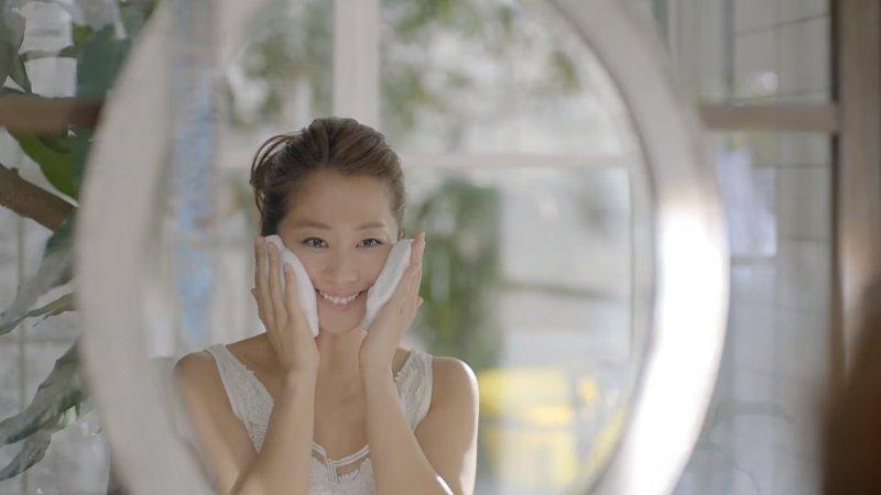 用細緻的泡沫清潔毛孔才是上上策。(圖/截圖自KaoJapan@Youtube)