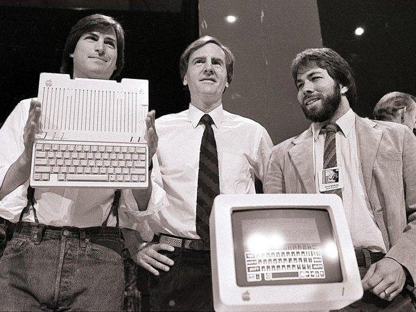 蘋果創辦人賈伯斯、韋恩與沃茲尼克。(由左至右)(取自推特)