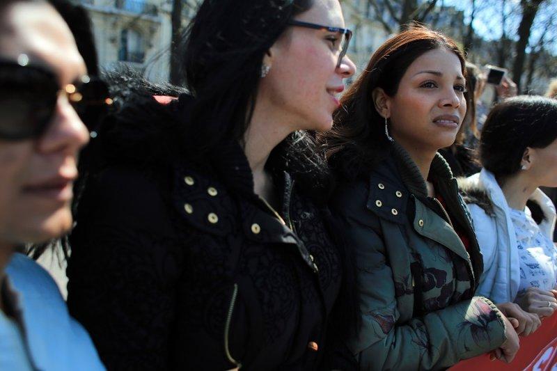 法國性工作者6日於巴黎抗議禁止買春的法案(美聯社)