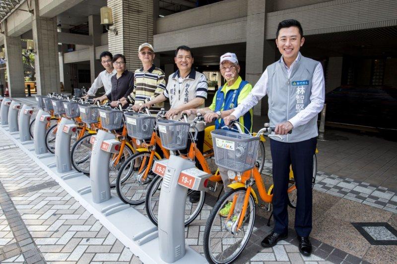 新竹市長林智堅至站點探訪。(圖片取自新竹市政府新聞稿)
