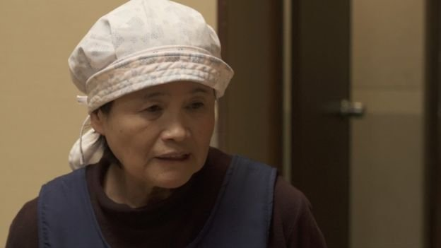 64歲的海女中村小百合現在是旅店的老闆。她說,「我現在有大海,有農場。」