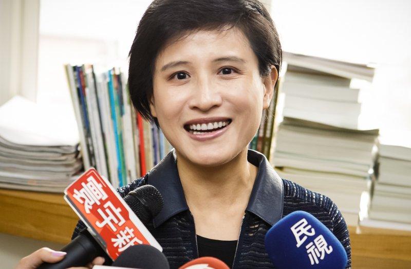 民進黨立委鄭麗君接受媒體聯訪,詢問關於文化部長接任問題。(顏麟宇攝)