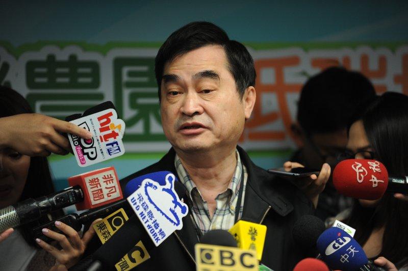 台北市長副市長鄧家基針對大巨蛋案進行說明。(林俊耀攝)