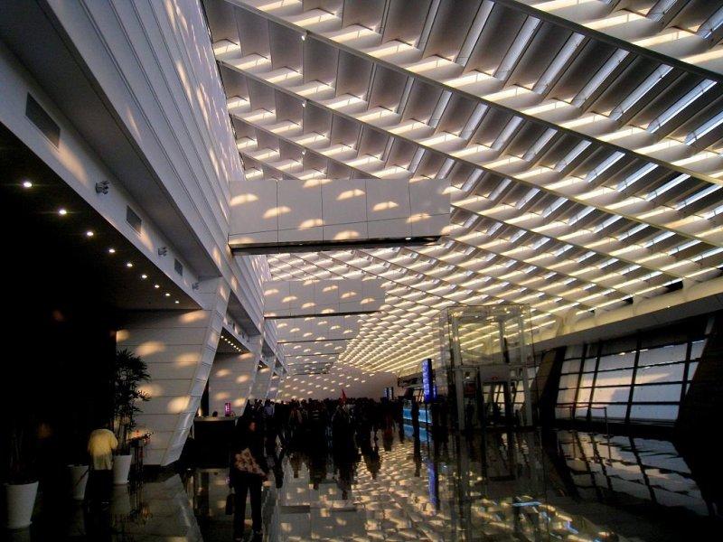 美輪美奐的桃園機場第一航廈新入境大廳。(圖/Wikimedia,創用CC)
