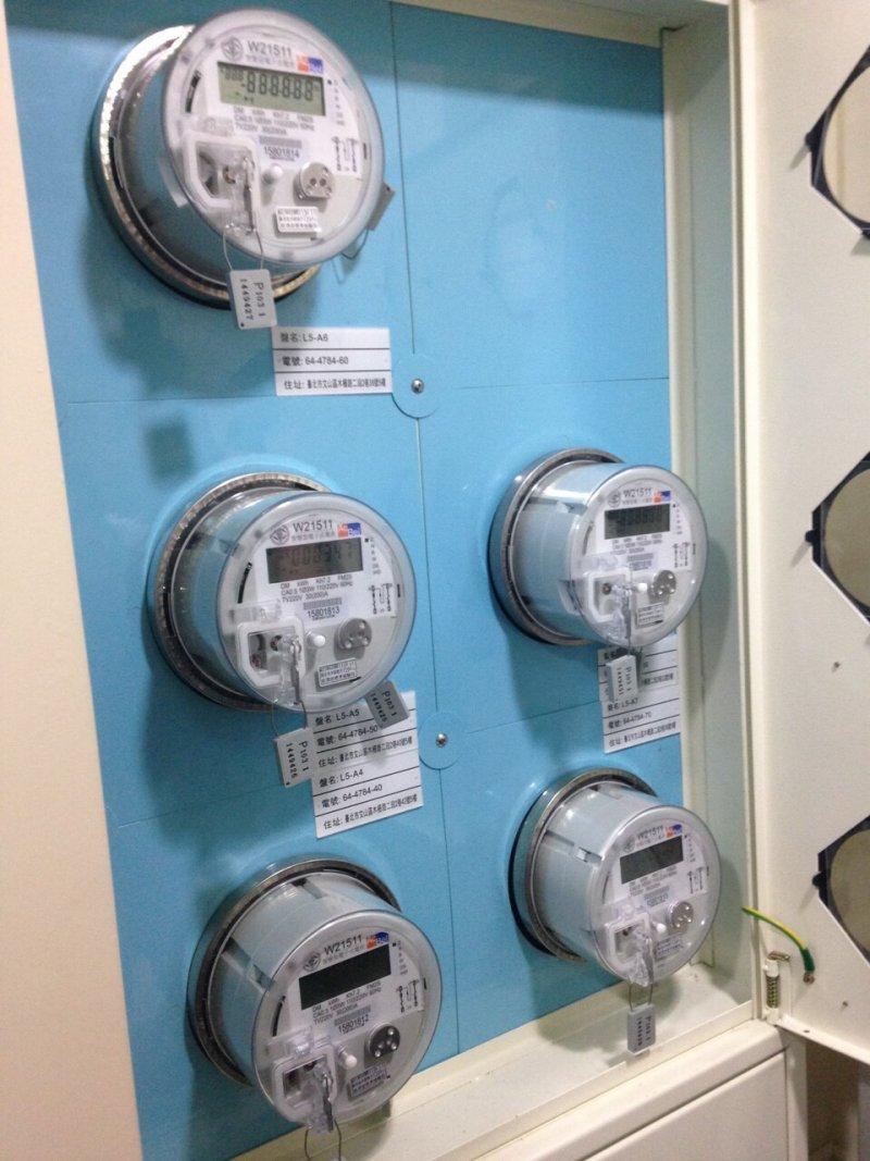 台電原本搭配時間電價所需的智慧電表因研發期程延後,台電現在只好改買沒有通訊功能的電子式電表「應急」,代價則恐高達1億2千萬元。(台電提供)