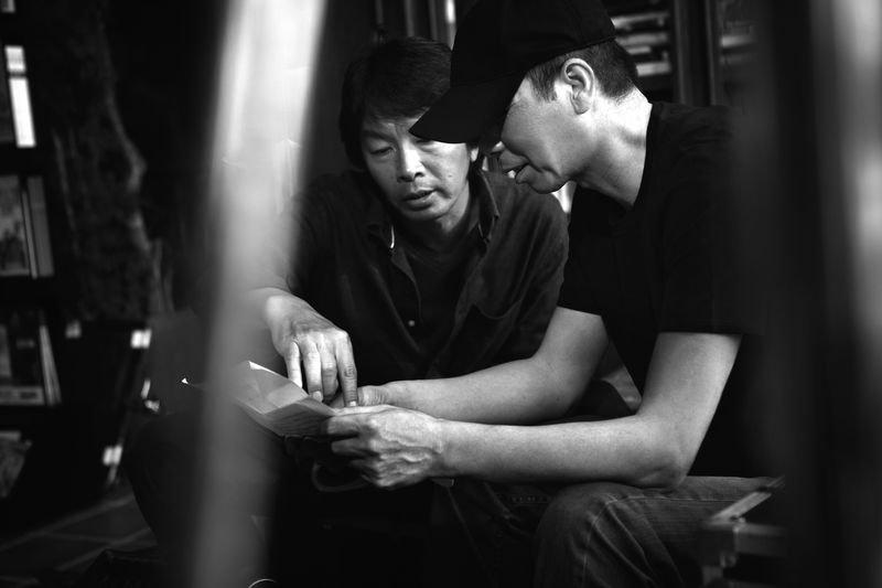 導演馮小剛與《一九四二》原著作者劉震雲。(時報出版提供)