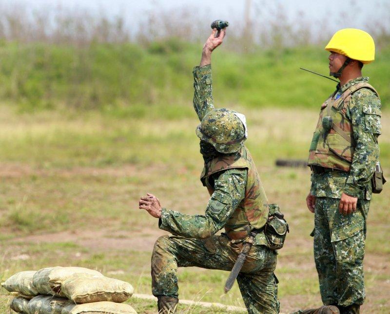 陸軍澎防部公開步兵伍戰鬥射擊訓練,藉仿真戰場實況,提升實戰射擊成效。(國防部提供)
