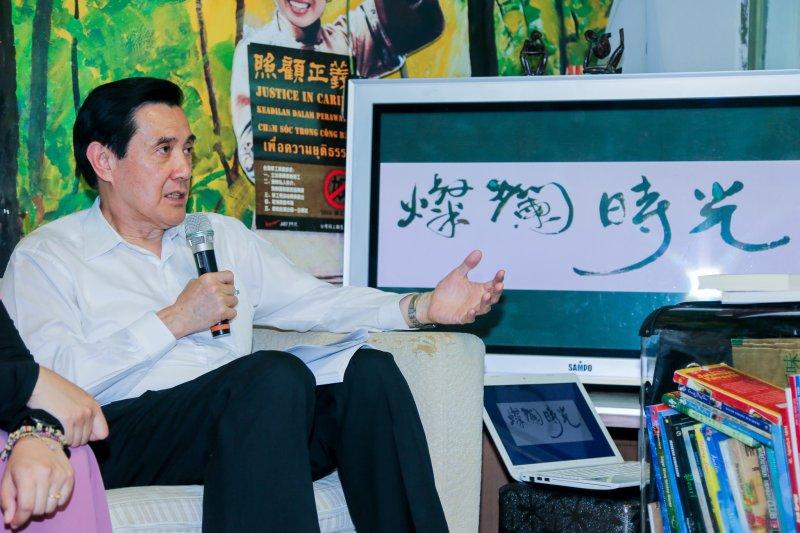 20160426-總統馬英九訪視「燦爛時光:東南亞主題書店」.(陳明仁攝)