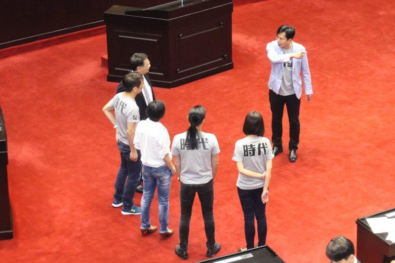 時代力量主席黃國昌不滿議會結束飆罵。(王德為攝)