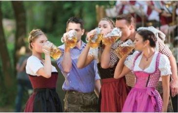 啤酒節是讓愛好啤酒的慕尼黑人引領期盼的祭典。(圖/天下出版)