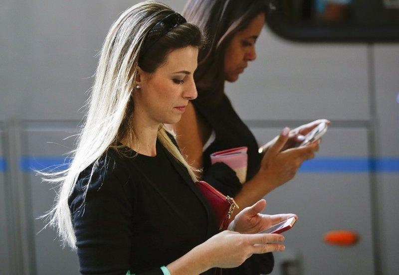 在巴西有超過1億人使用WhatsApp,這次長達三天的禁令將會造成不小的困擾。(美聯社)
