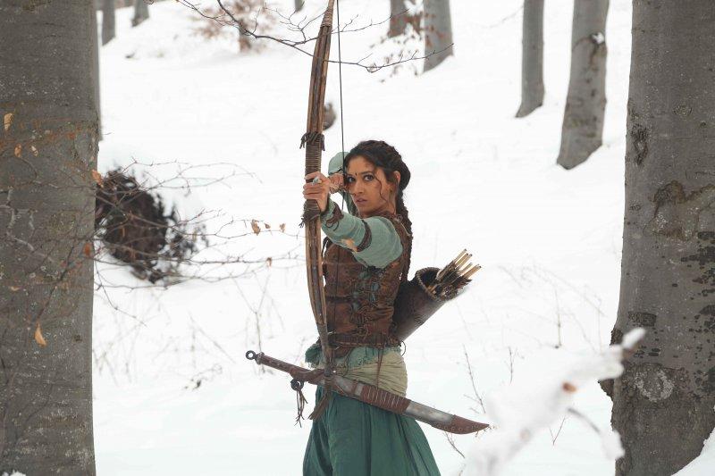 《帝國戰神:巴霍巴利王》女主角特曼娜•芭蒂亞表示在好萊塢女生拍動作片很常見,但在印度才剛開始。(圖/原創娛樂提供)
